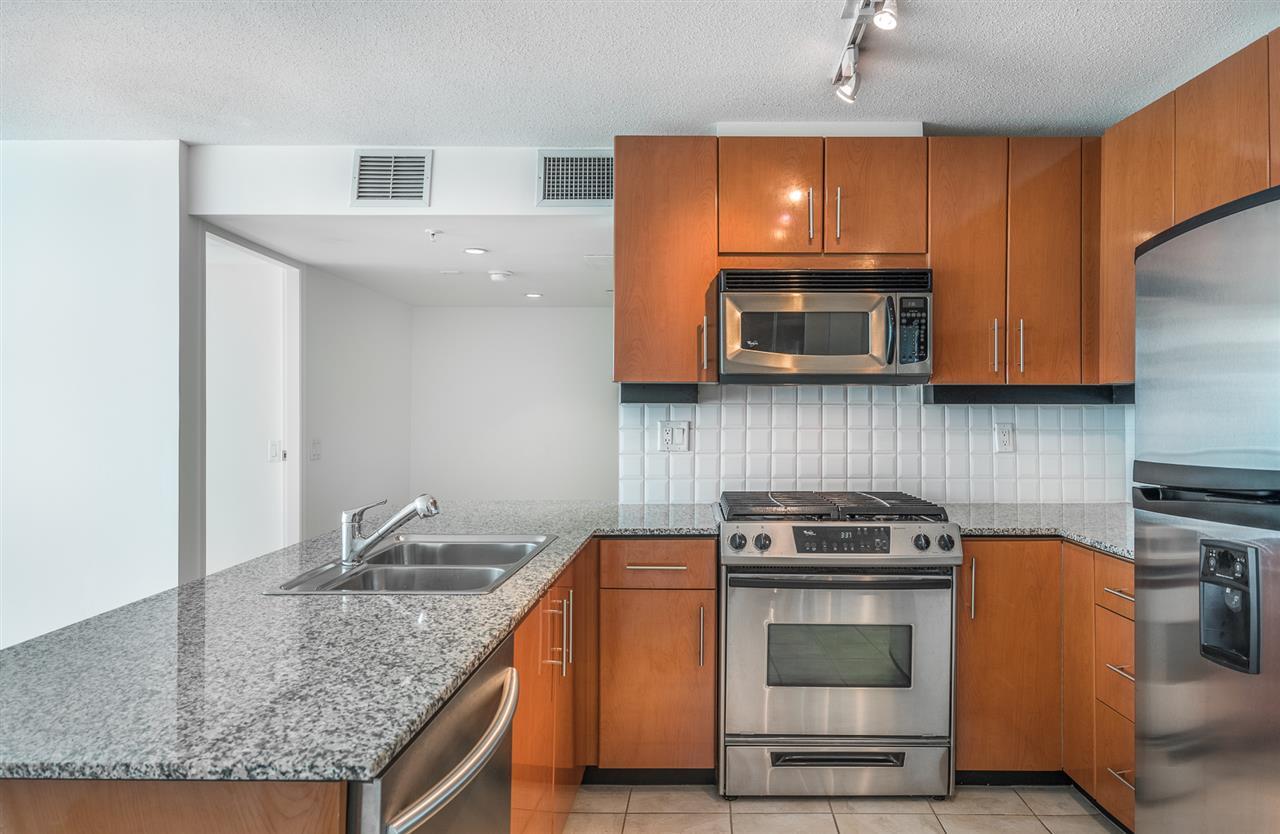 Condo Apartment at 604 188 E ESPLANADE, Unit 604, North Vancouver, British Columbia. Image 5