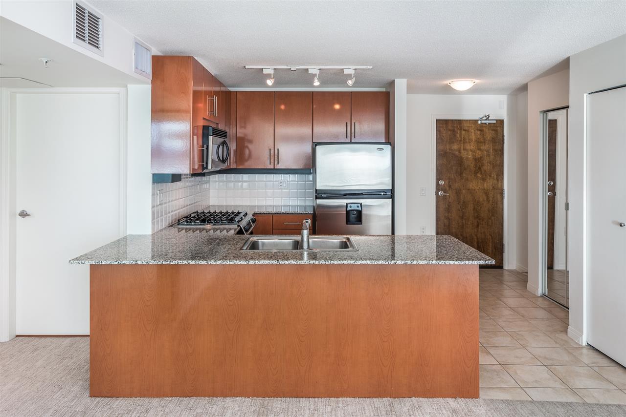 Condo Apartment at 604 188 E ESPLANADE, Unit 604, North Vancouver, British Columbia. Image 7