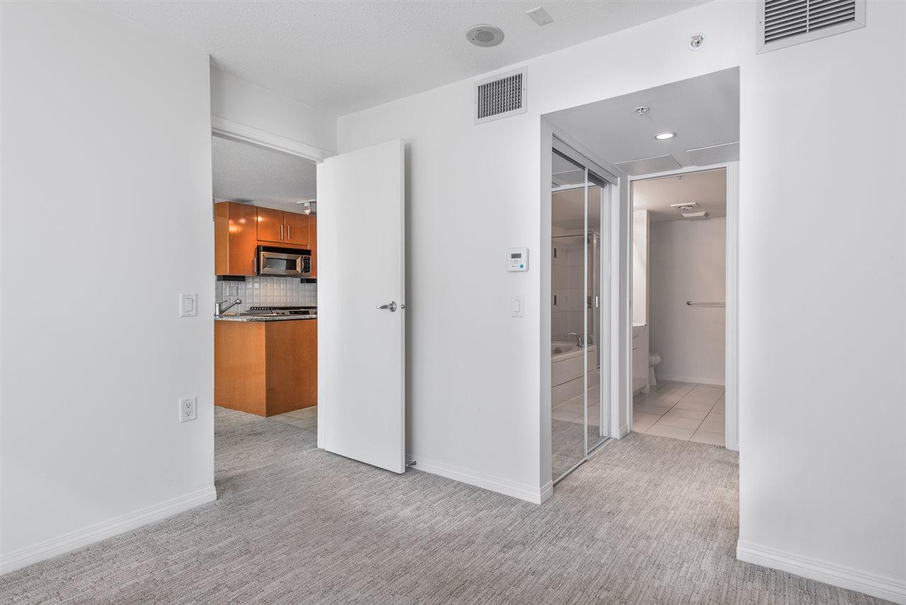 Condo Apartment at 604 188 E ESPLANADE, Unit 604, North Vancouver, British Columbia. Image 12