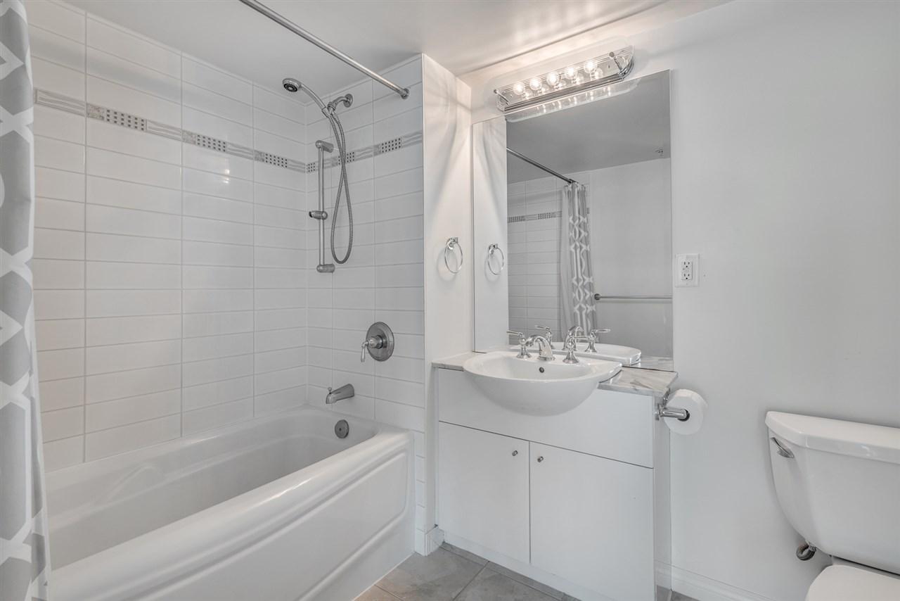Condo Apartment at 604 188 E ESPLANADE, Unit 604, North Vancouver, British Columbia. Image 15