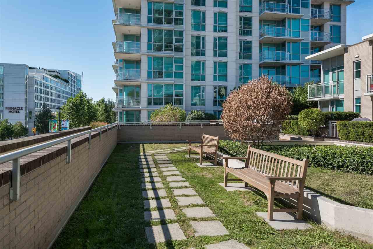 Condo Apartment at 604 188 E ESPLANADE, Unit 604, North Vancouver, British Columbia. Image 17