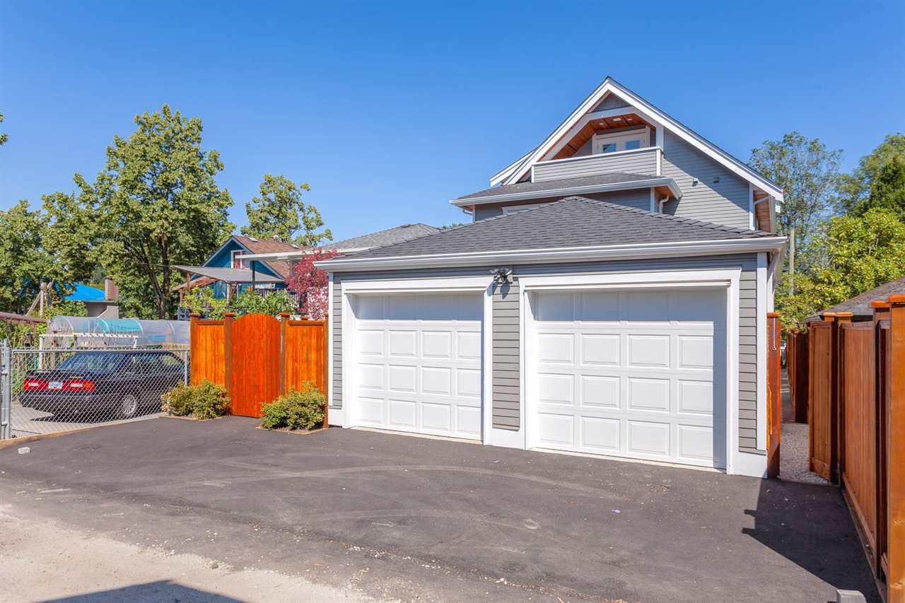 Half-duplex at 3131 VICTORIA DRIVE, Vancouver East, British Columbia. Image 19