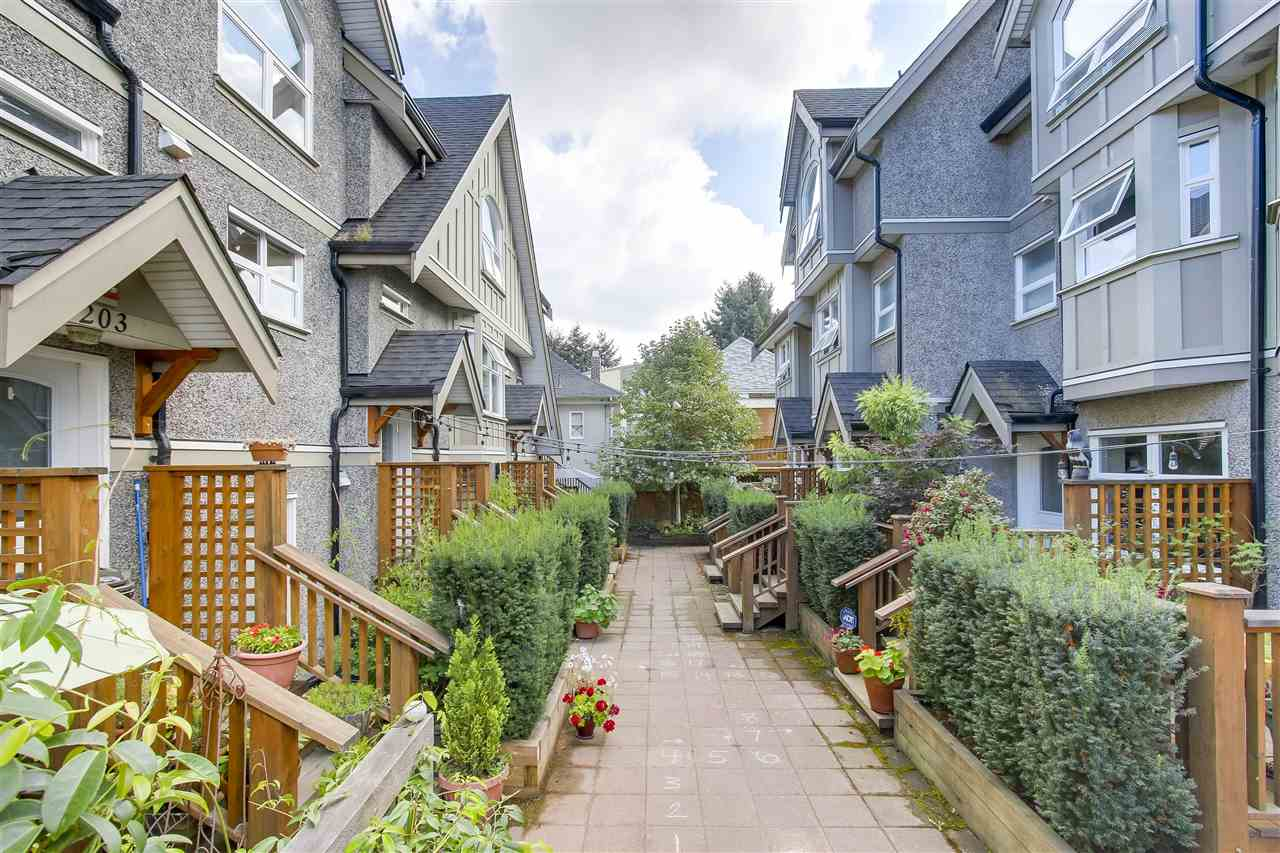 Townhouse at 202 1676 E PENDER STREET, Unit 202, Vancouver East, British Columbia. Image 4
