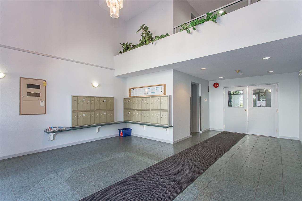 Condo Apartment at 206 33668 KING ROAD, Unit 206, Abbotsford, British Columbia. Image 3