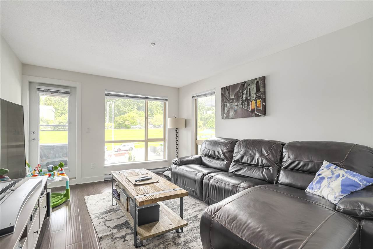 Condo Apartment at 305 500 ROYAL AVENUE, Unit 305, New Westminster, British Columbia. Image 2