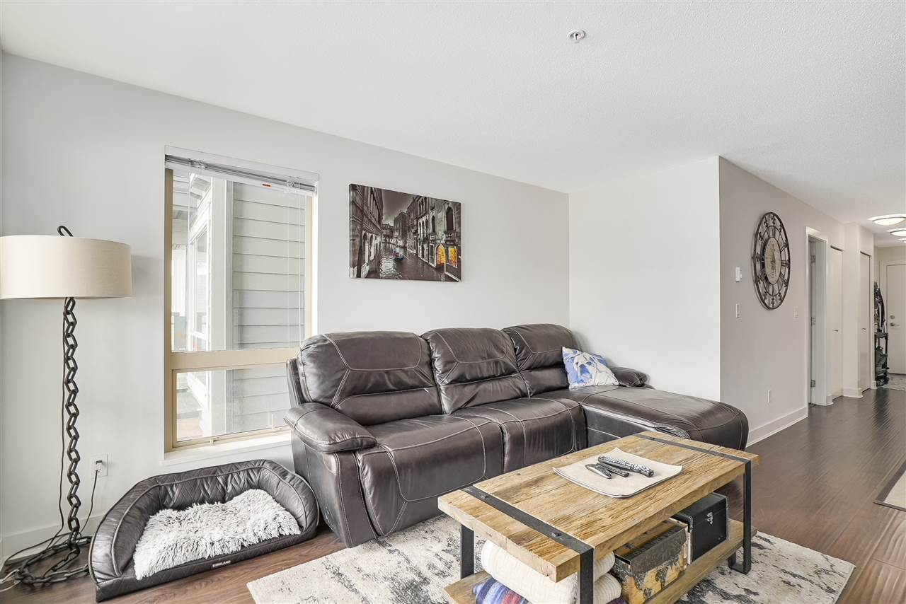 Condo Apartment at 305 500 ROYAL AVENUE, Unit 305, New Westminster, British Columbia. Image 3