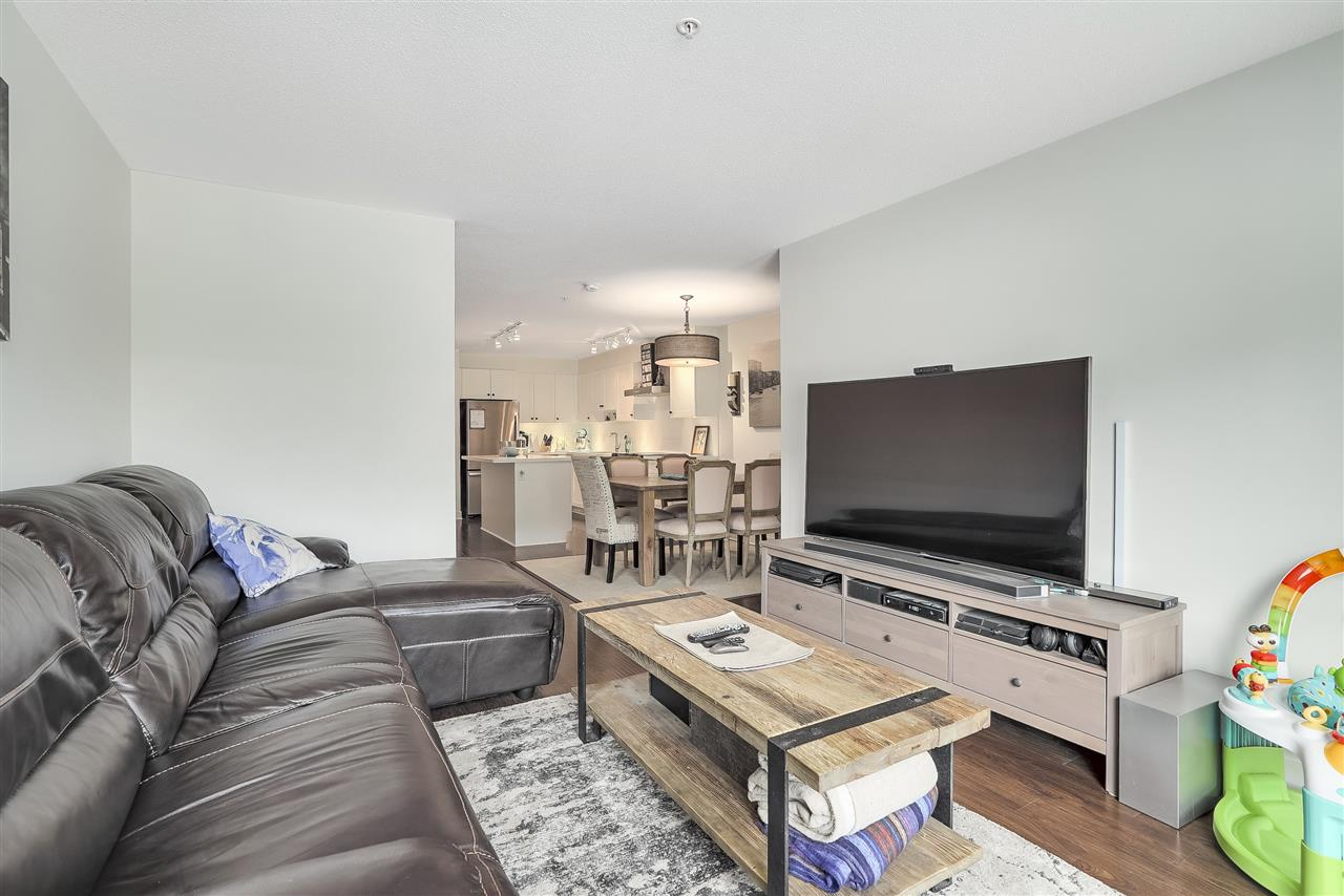 Condo Apartment at 305 500 ROYAL AVENUE, Unit 305, New Westminster, British Columbia. Image 4