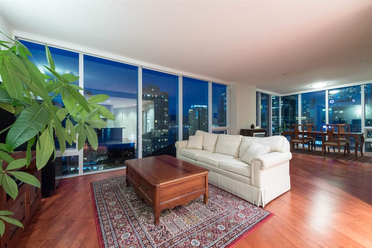 Condo Apartment at 1802 1277 MELVILLE STREET, Unit 1802, Vancouver West, British Columbia. Image 4