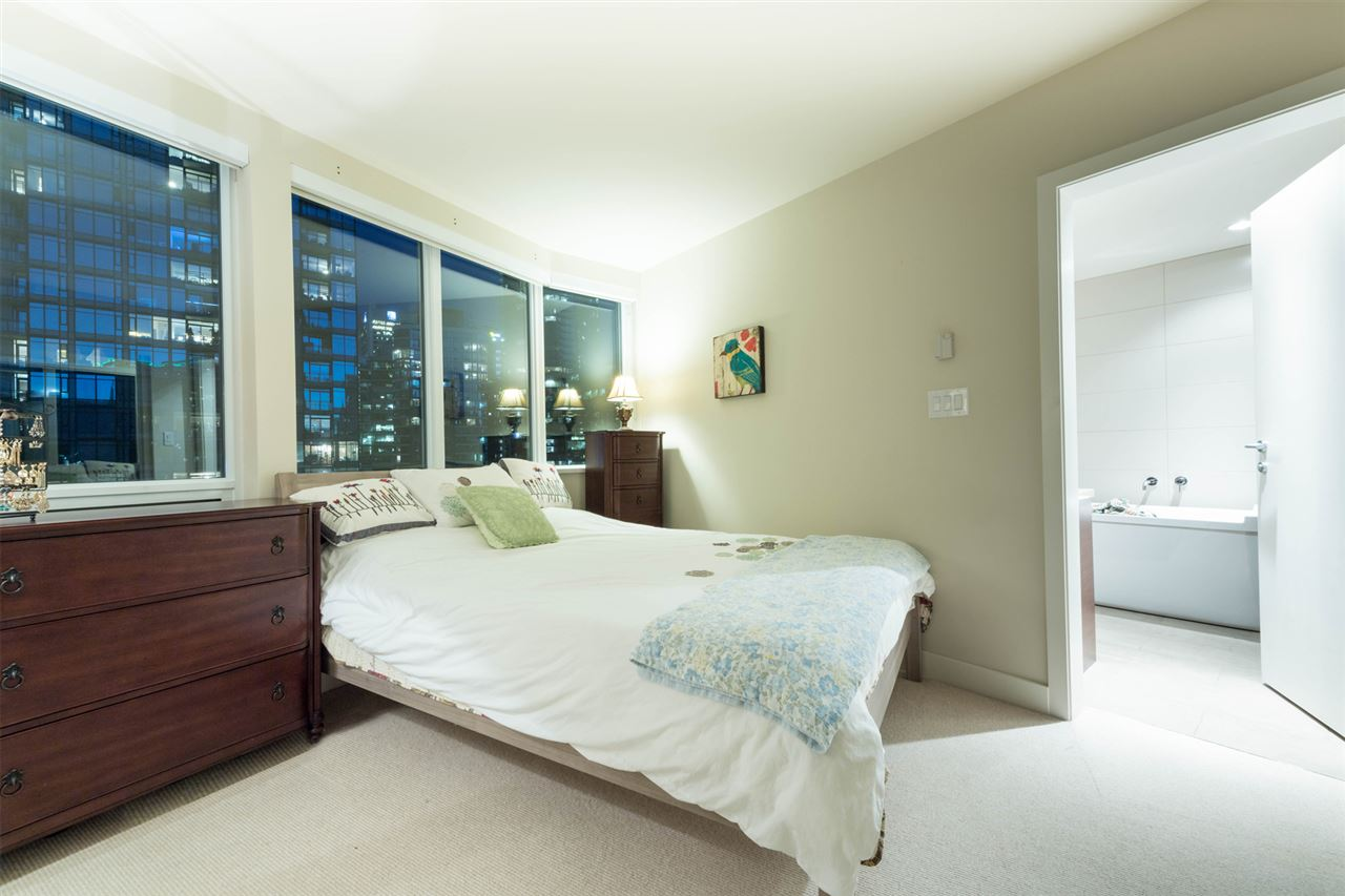 Condo Apartment at 1802 1277 MELVILLE STREET, Unit 1802, Vancouver West, British Columbia. Image 9