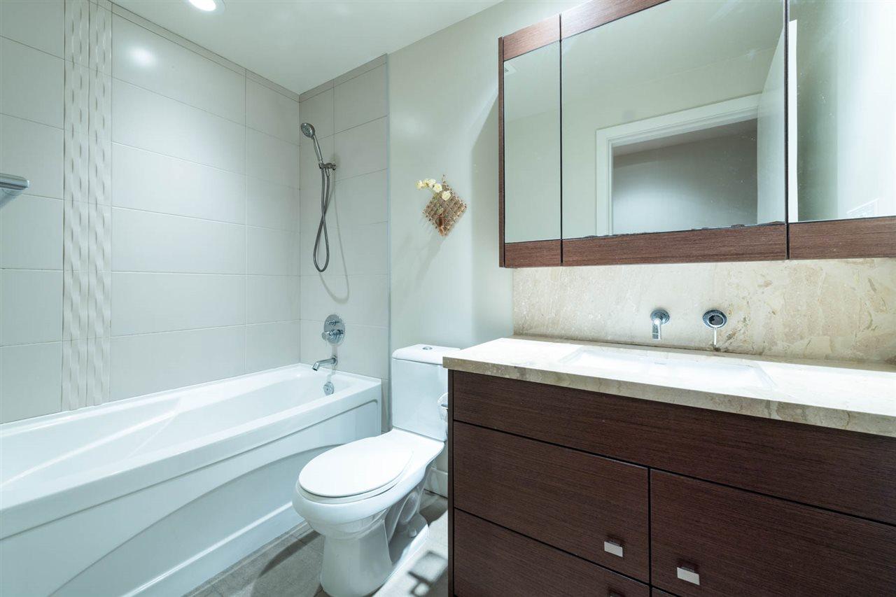 Condo Apartment at 1802 1277 MELVILLE STREET, Unit 1802, Vancouver West, British Columbia. Image 12