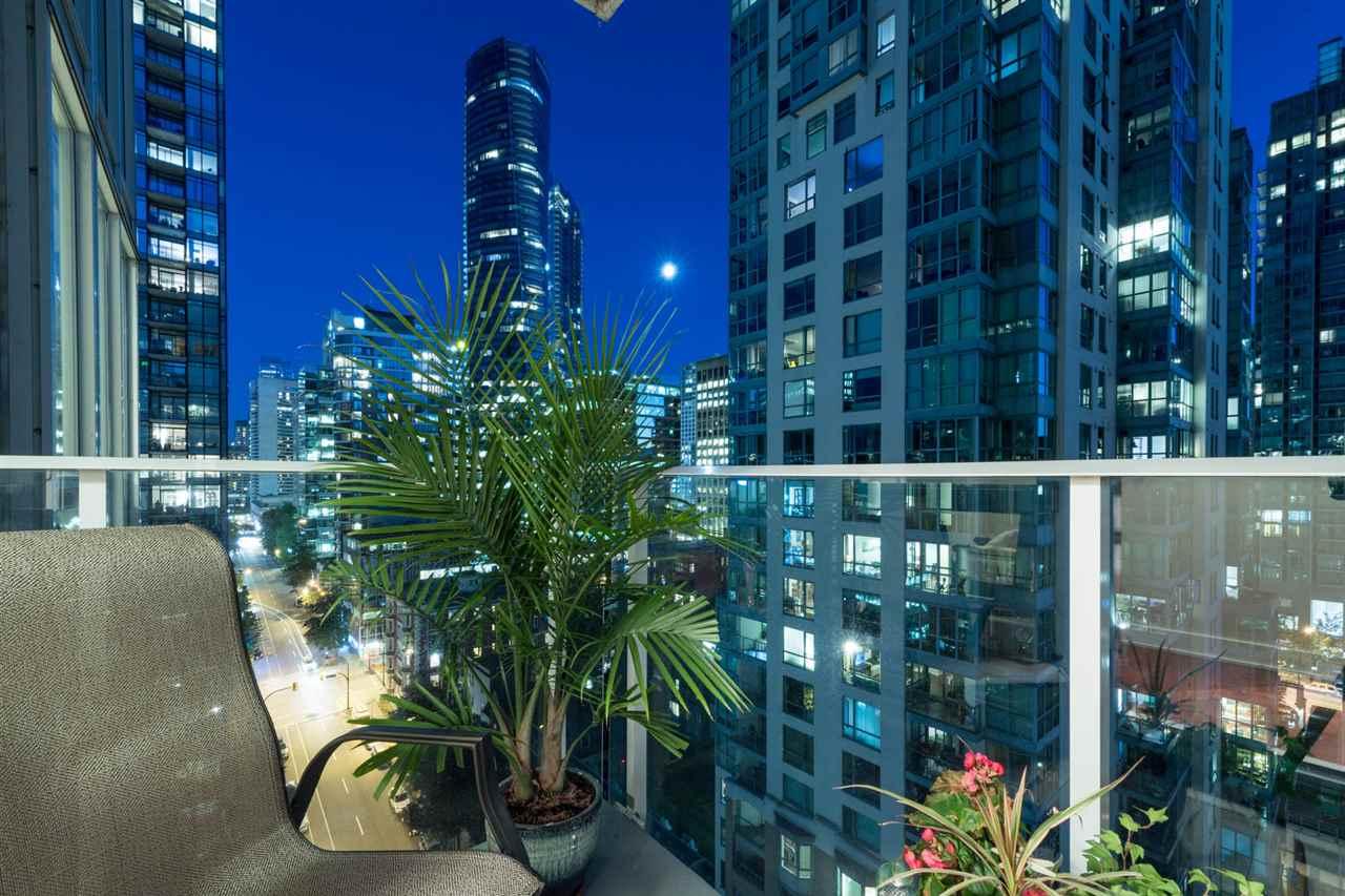 Condo Apartment at 1802 1277 MELVILLE STREET, Unit 1802, Vancouver West, British Columbia. Image 13