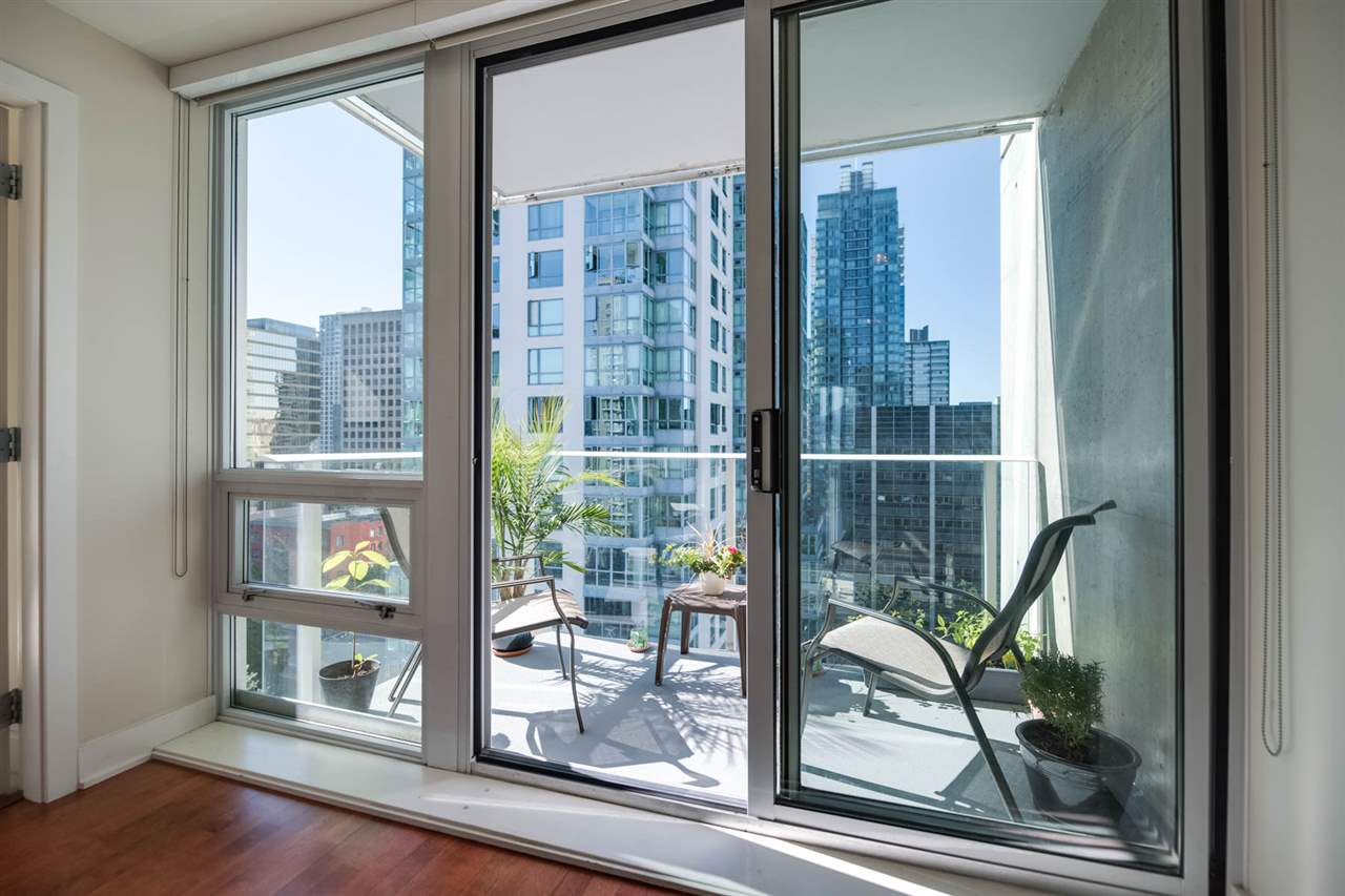 Condo Apartment at 1802 1277 MELVILLE STREET, Unit 1802, Vancouver West, British Columbia. Image 14
