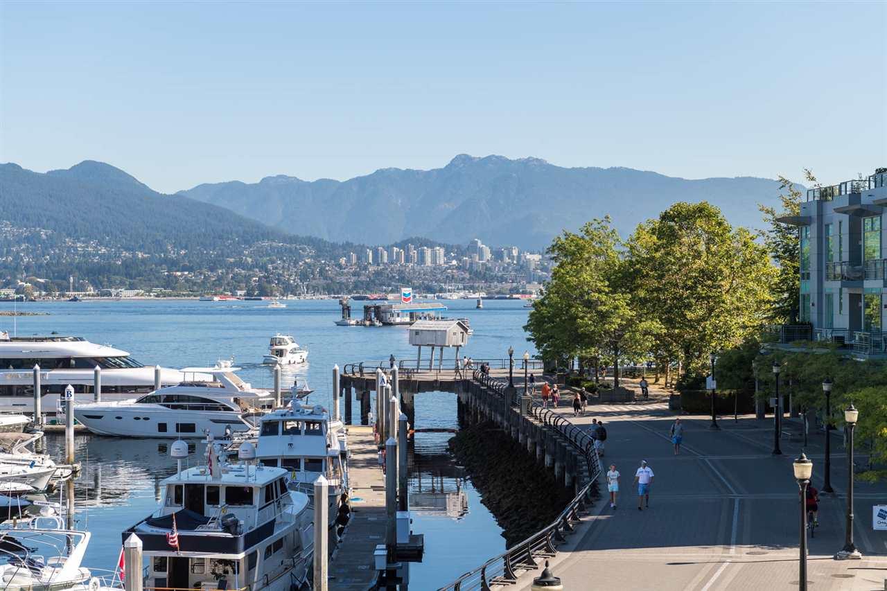 Condo Apartment at 1802 1277 MELVILLE STREET, Unit 1802, Vancouver West, British Columbia. Image 18