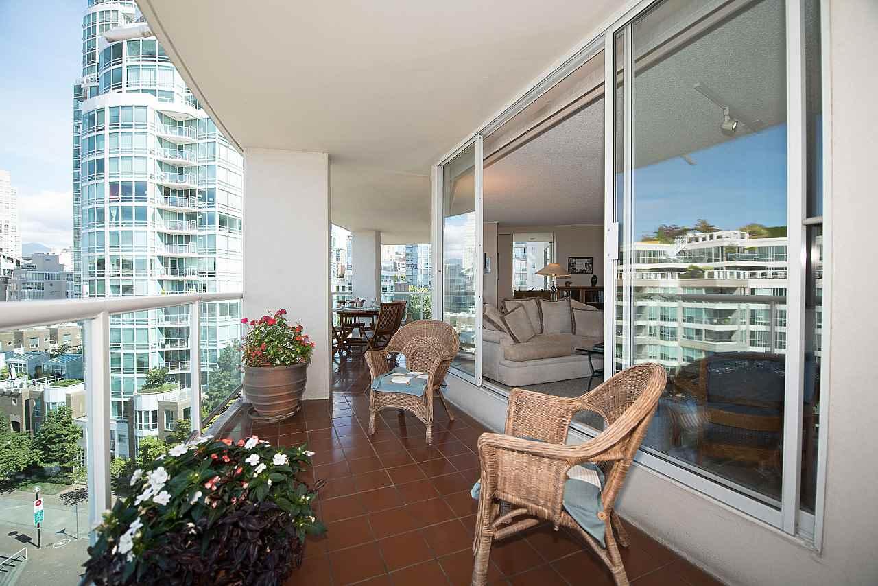 Condo Apartment at 801 1600 HOWE STREET, Unit 801, Vancouver West, British Columbia. Image 4
