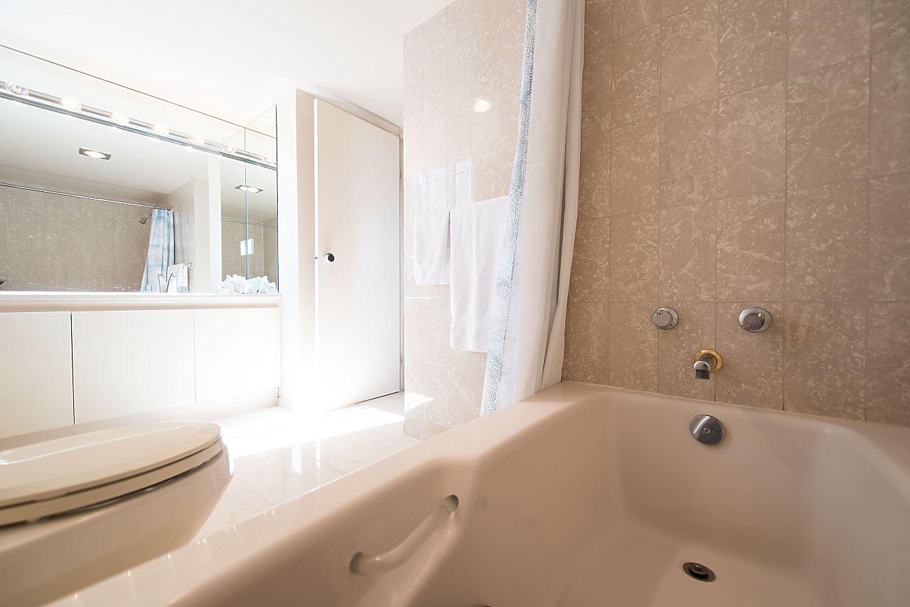 Condo Apartment at 801 1600 HOWE STREET, Unit 801, Vancouver West, British Columbia. Image 12