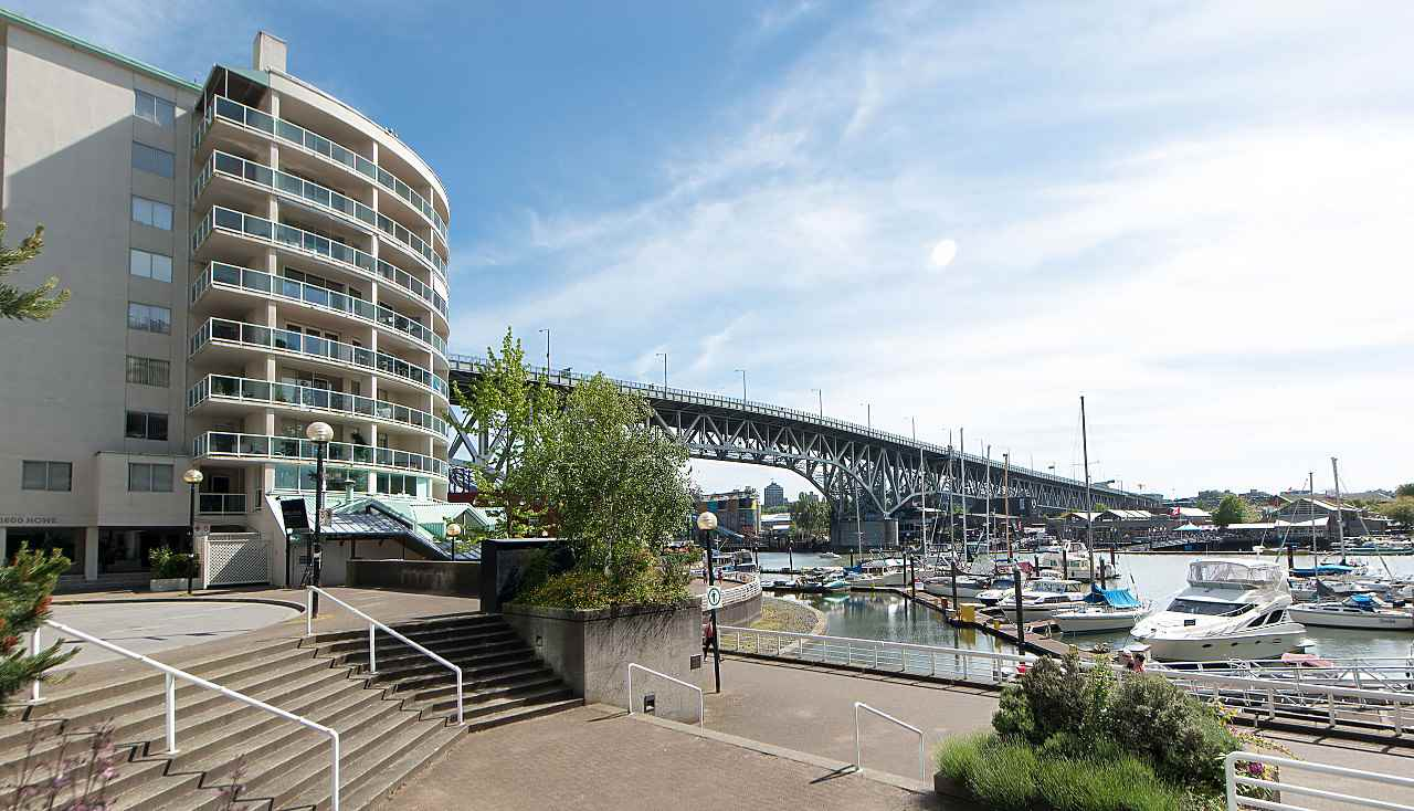 Condo Apartment at 801 1600 HOWE STREET, Unit 801, Vancouver West, British Columbia. Image 15