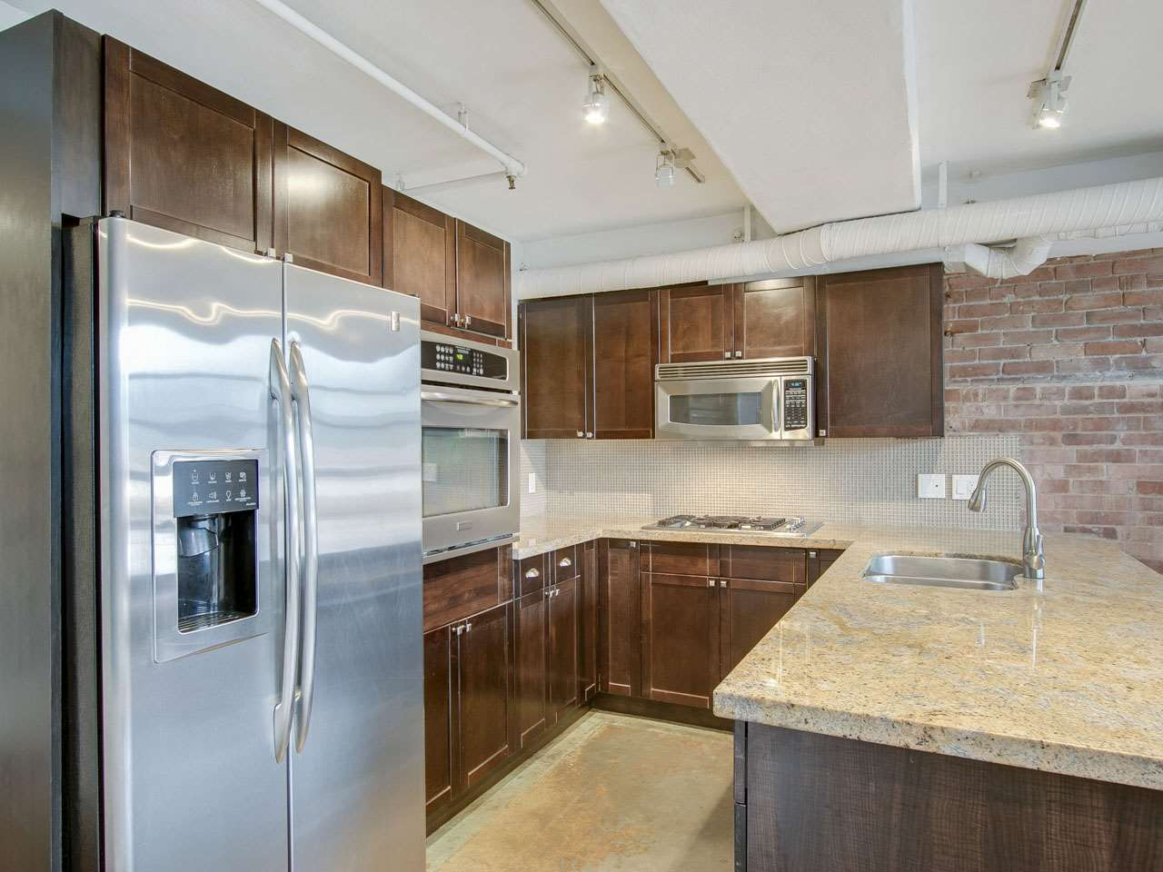 Condo Apartment at 201 27 ALEXANDER STREET, Unit 201, Vancouver East, British Columbia. Image 6