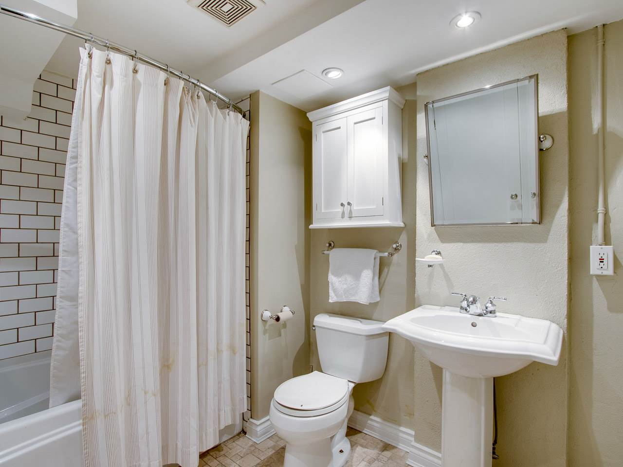 Condo Apartment at 201 27 ALEXANDER STREET, Unit 201, Vancouver East, British Columbia. Image 12