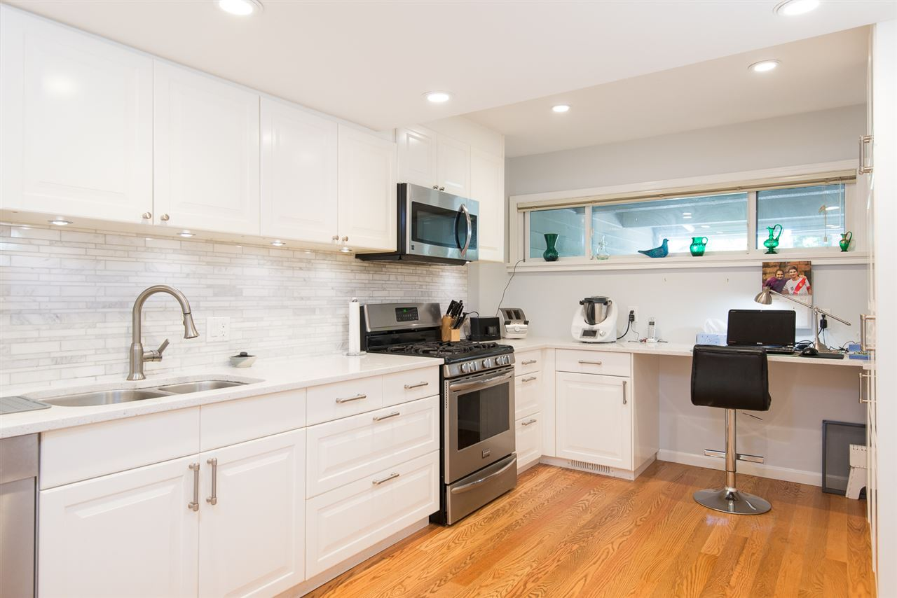 Townhouse at 12 4957 MARINE DRIVE, Unit 12, West Vancouver, British Columbia. Image 5