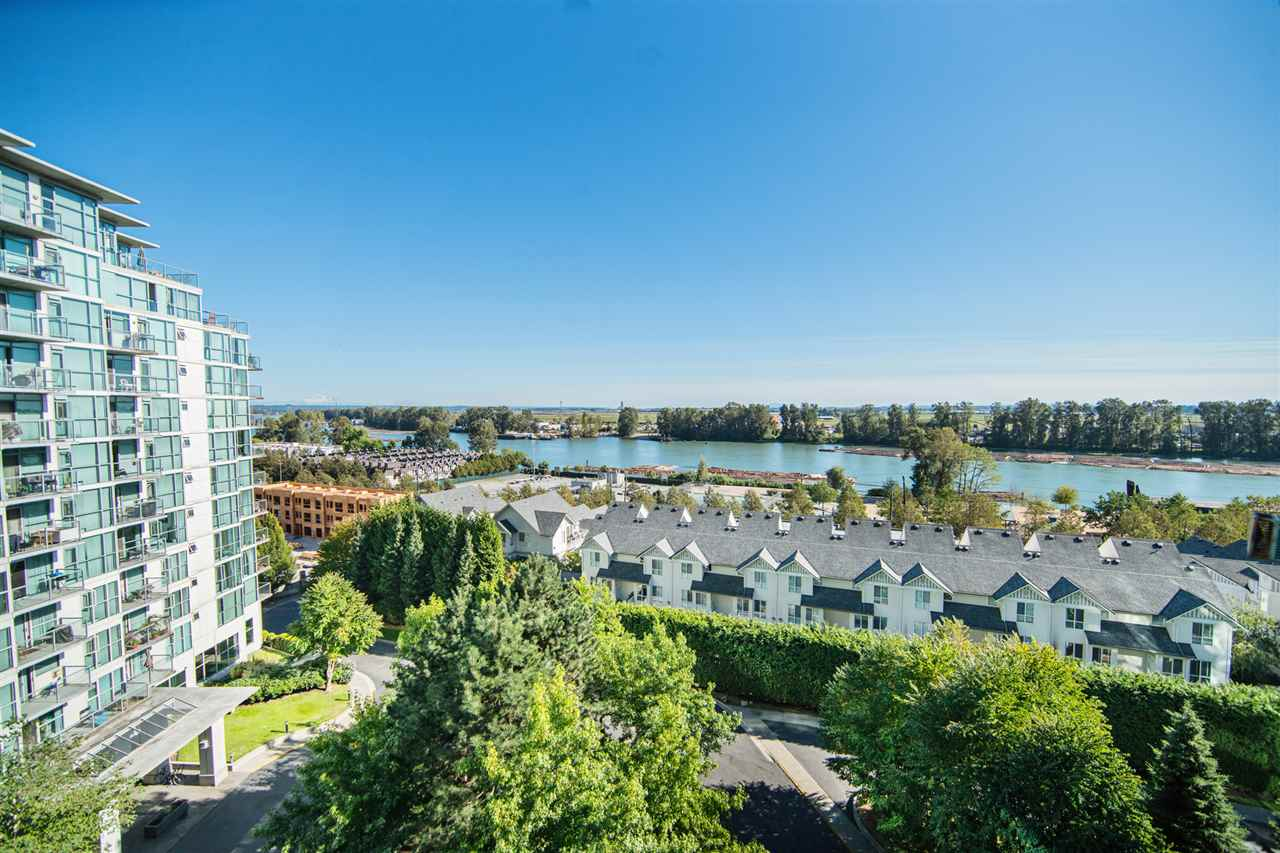 Condo Apartment at 901 2733 CHANDLERY PLACE, Unit 901, Vancouver East, British Columbia. Image 1