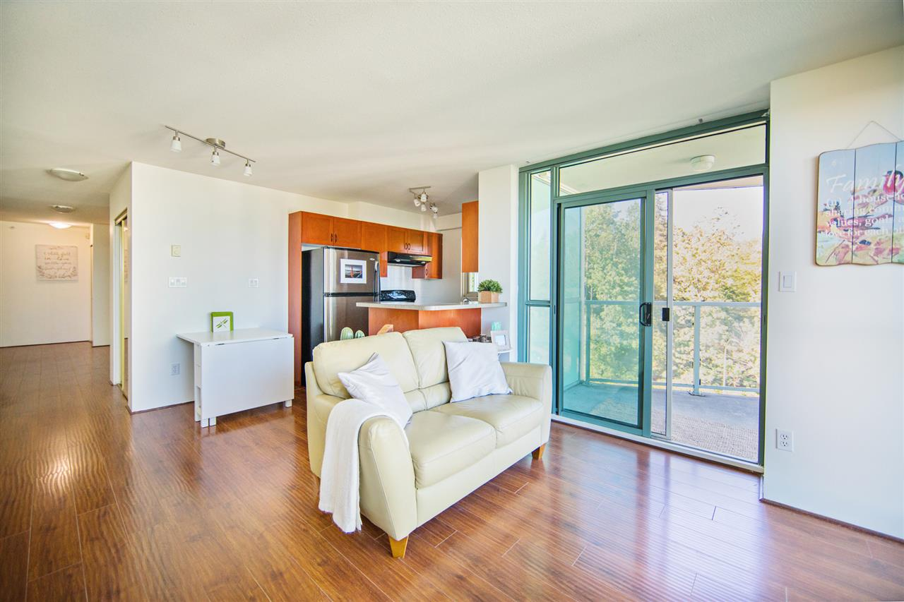Condo Apartment at 901 2733 CHANDLERY PLACE, Unit 901, Vancouver East, British Columbia. Image 5