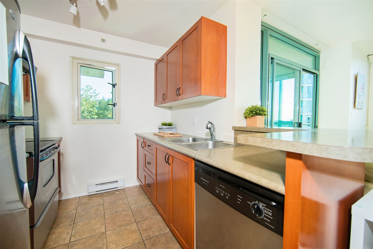 Condo Apartment at 901 2733 CHANDLERY PLACE, Unit 901, Vancouver East, British Columbia. Image 8