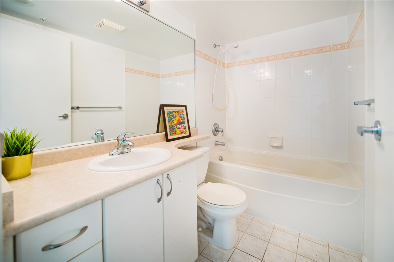 Condo Apartment at 901 2733 CHANDLERY PLACE, Unit 901, Vancouver East, British Columbia. Image 10