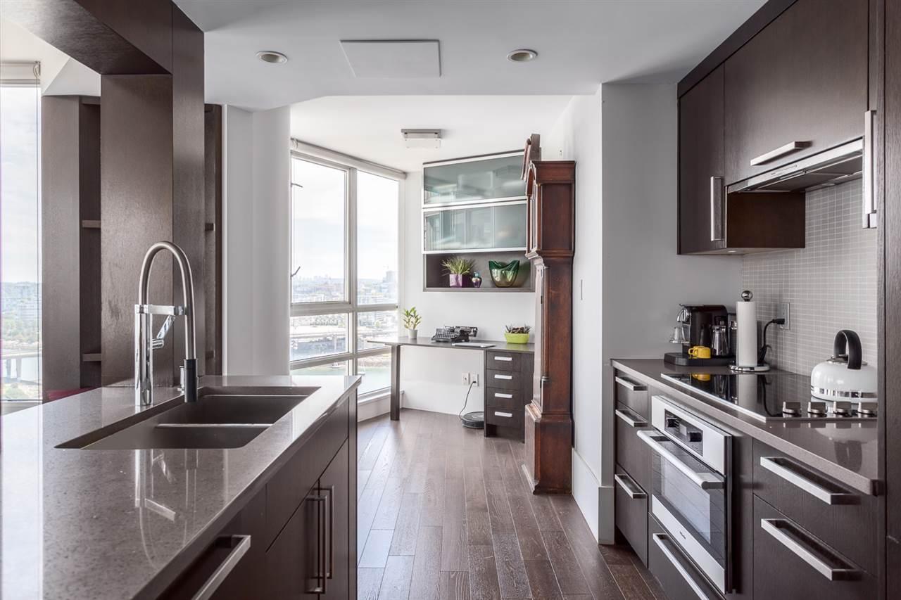 Condo Apartment at 2203 1201 MARINASIDE CRESCENT, Unit 2203, Vancouver West, British Columbia. Image 4