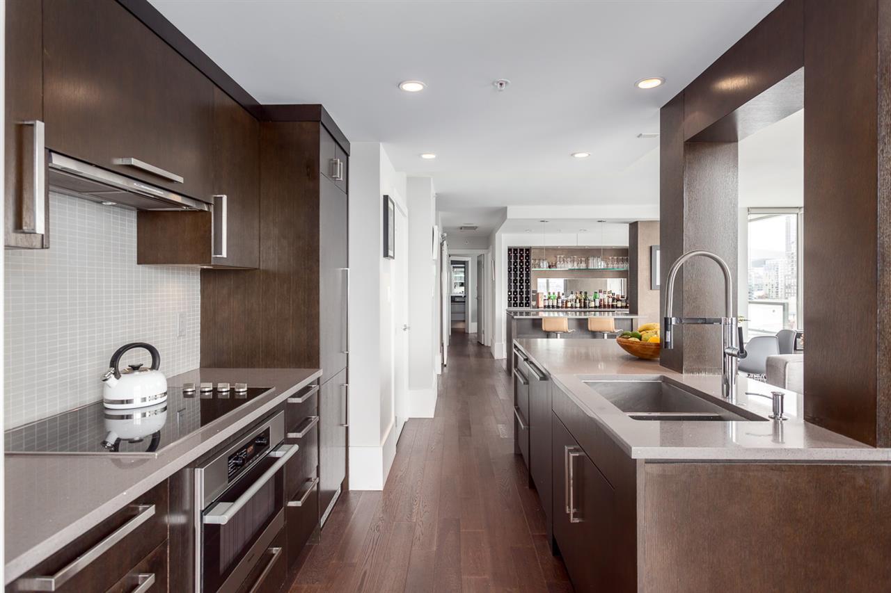 Condo Apartment at 2203 1201 MARINASIDE CRESCENT, Unit 2203, Vancouver West, British Columbia. Image 6