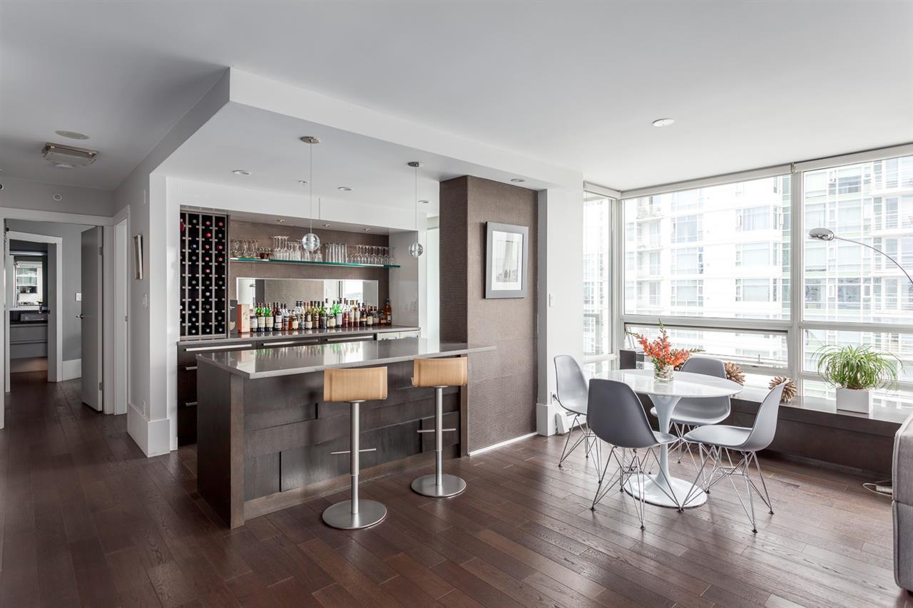 Condo Apartment at 2203 1201 MARINASIDE CRESCENT, Unit 2203, Vancouver West, British Columbia. Image 8
