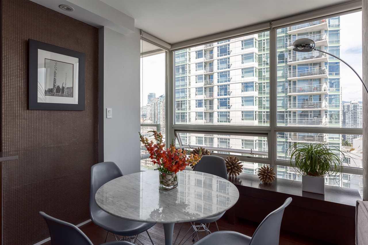 Condo Apartment at 2203 1201 MARINASIDE CRESCENT, Unit 2203, Vancouver West, British Columbia. Image 9