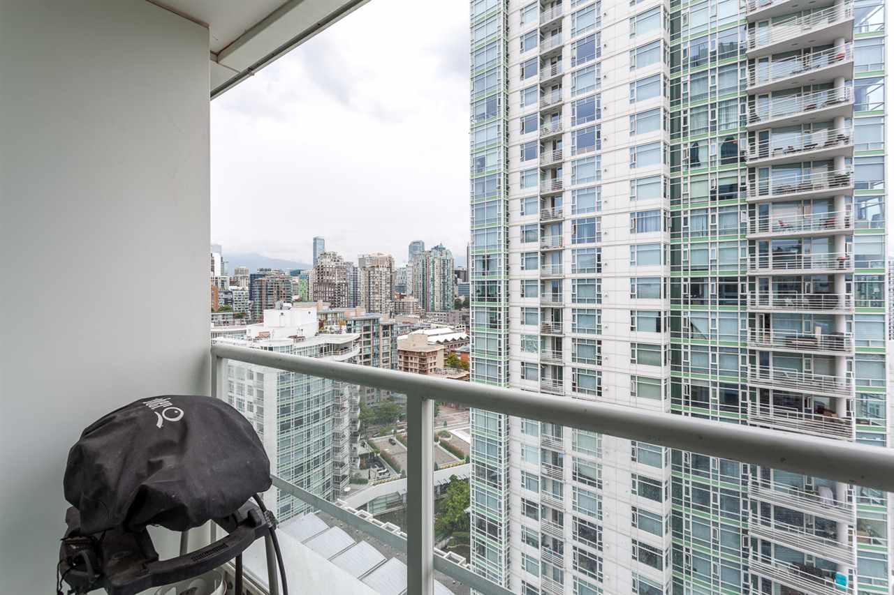 Condo Apartment at 2203 1201 MARINASIDE CRESCENT, Unit 2203, Vancouver West, British Columbia. Image 12