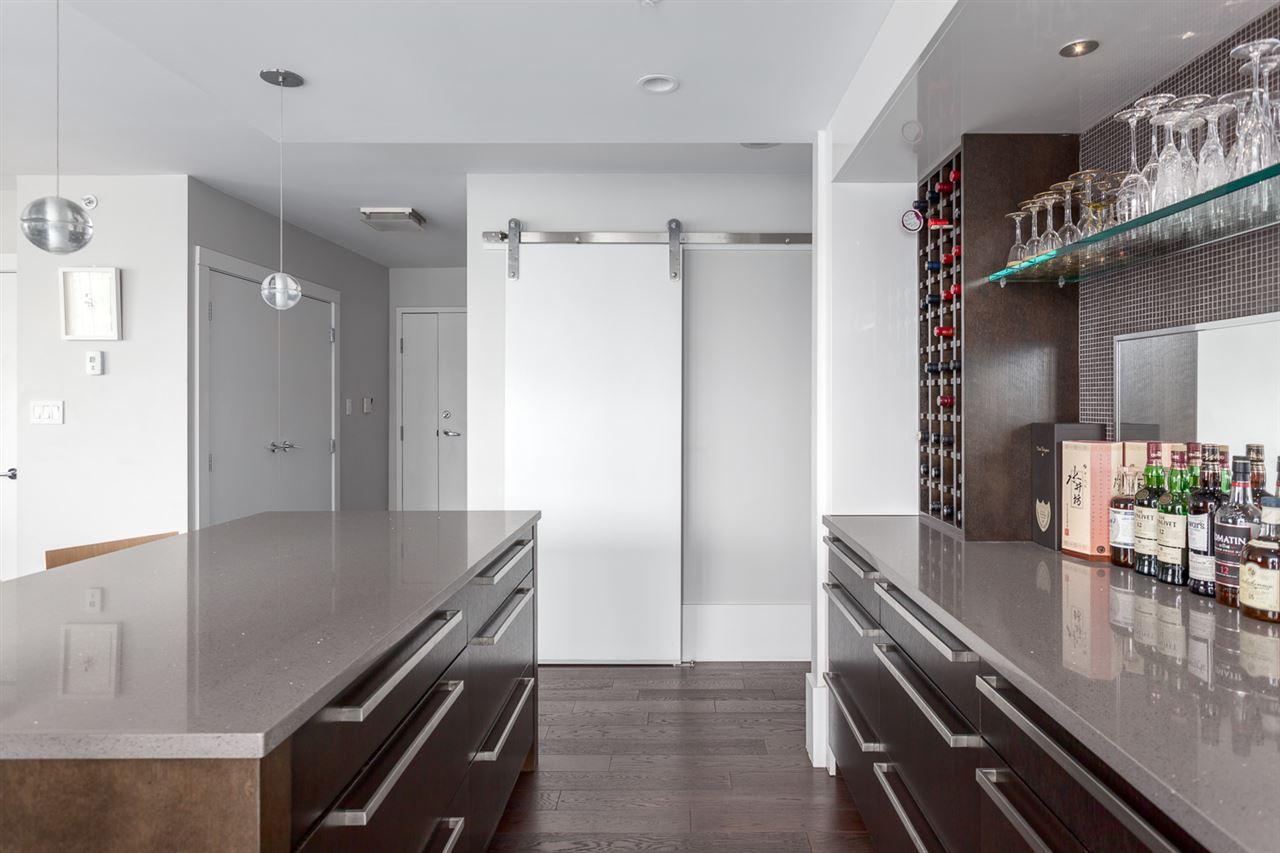 Condo Apartment at 2203 1201 MARINASIDE CRESCENT, Unit 2203, Vancouver West, British Columbia. Image 13