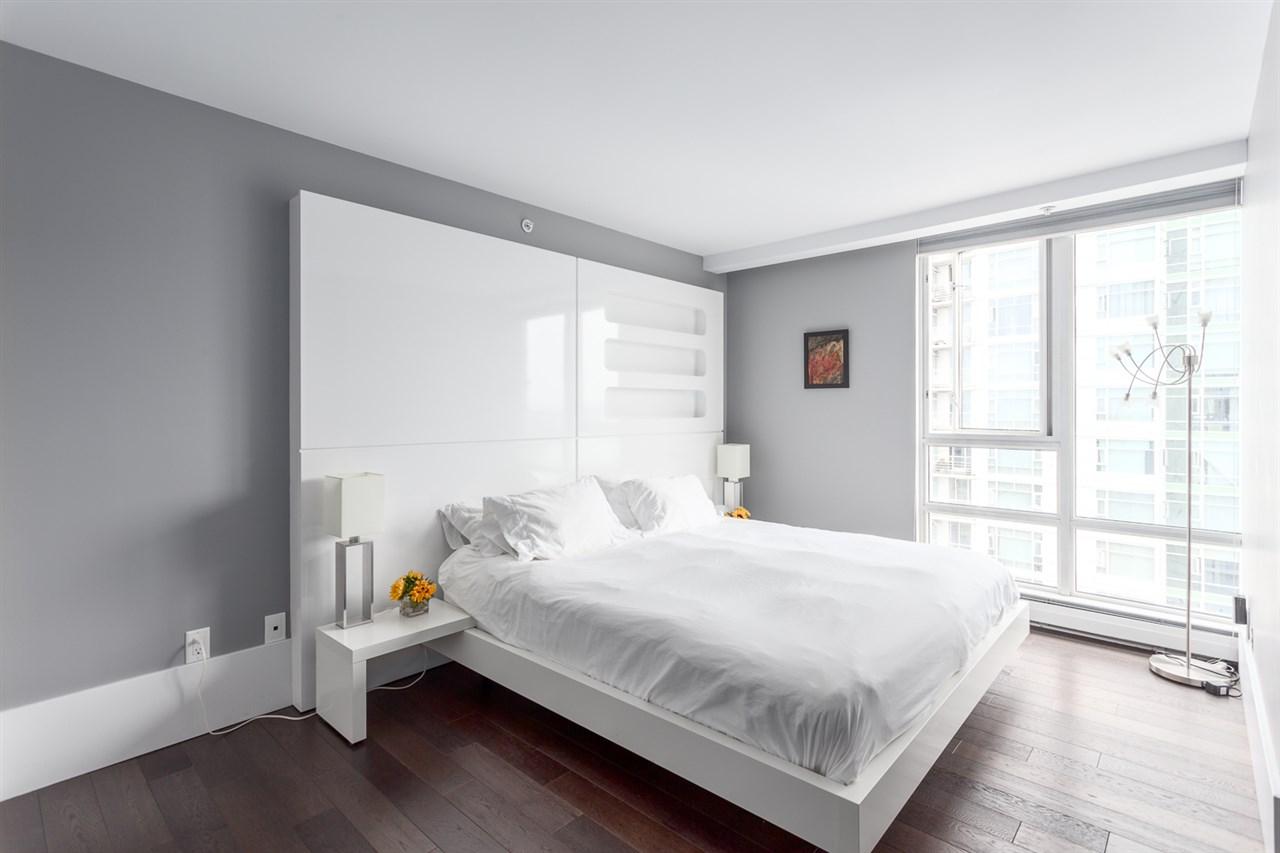 Condo Apartment at 2203 1201 MARINASIDE CRESCENT, Unit 2203, Vancouver West, British Columbia. Image 14