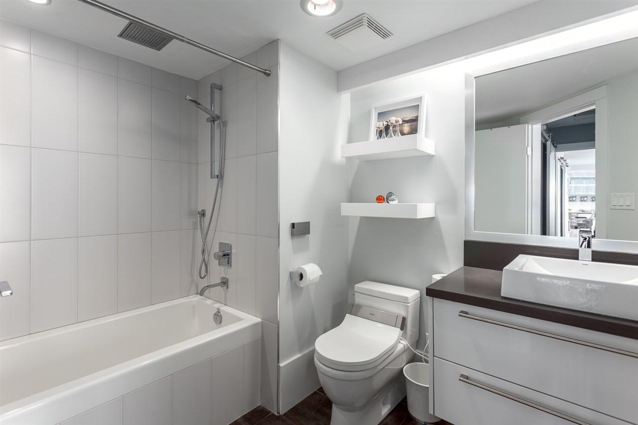Condo Apartment at 2203 1201 MARINASIDE CRESCENT, Unit 2203, Vancouver West, British Columbia. Image 15
