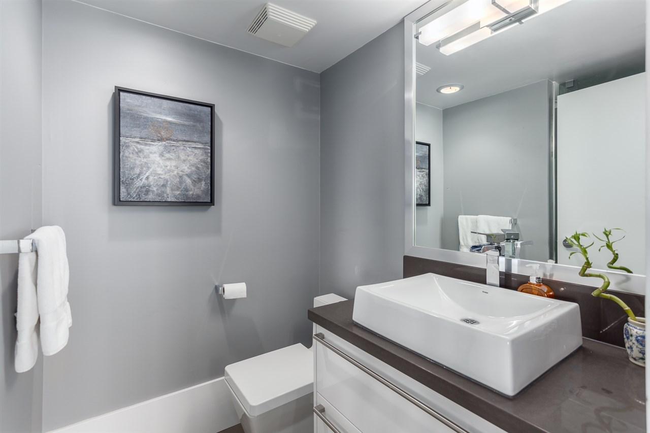 Condo Apartment at 2203 1201 MARINASIDE CRESCENT, Unit 2203, Vancouver West, British Columbia. Image 17