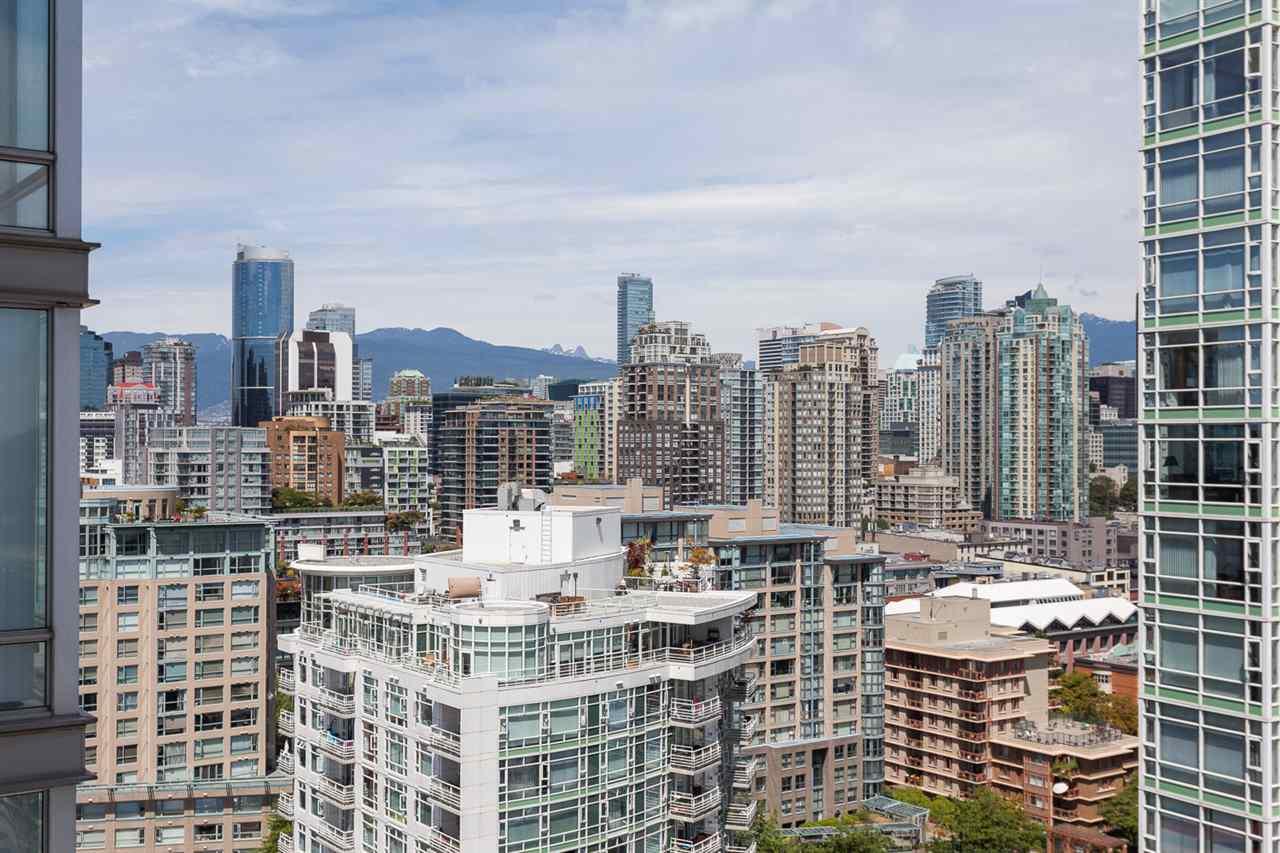 Condo Apartment at 2203 1201 MARINASIDE CRESCENT, Unit 2203, Vancouver West, British Columbia. Image 18