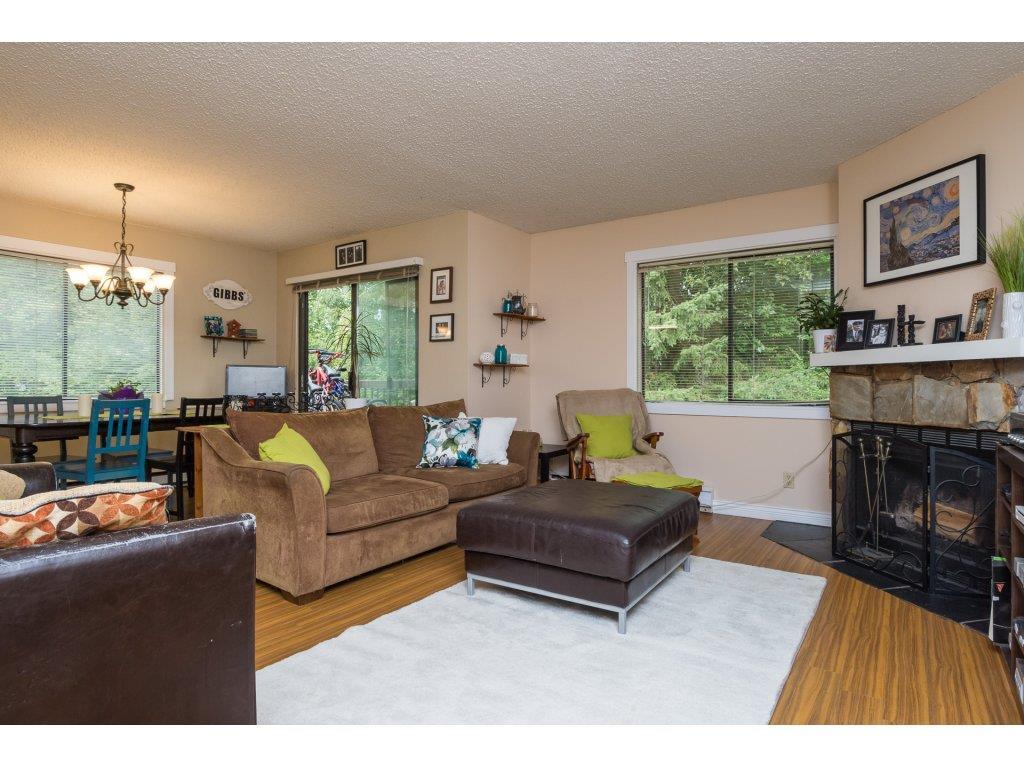 Condo Apartment at 201 13283 70B AVENUE, Unit 201, Surrey, British Columbia. Image 3