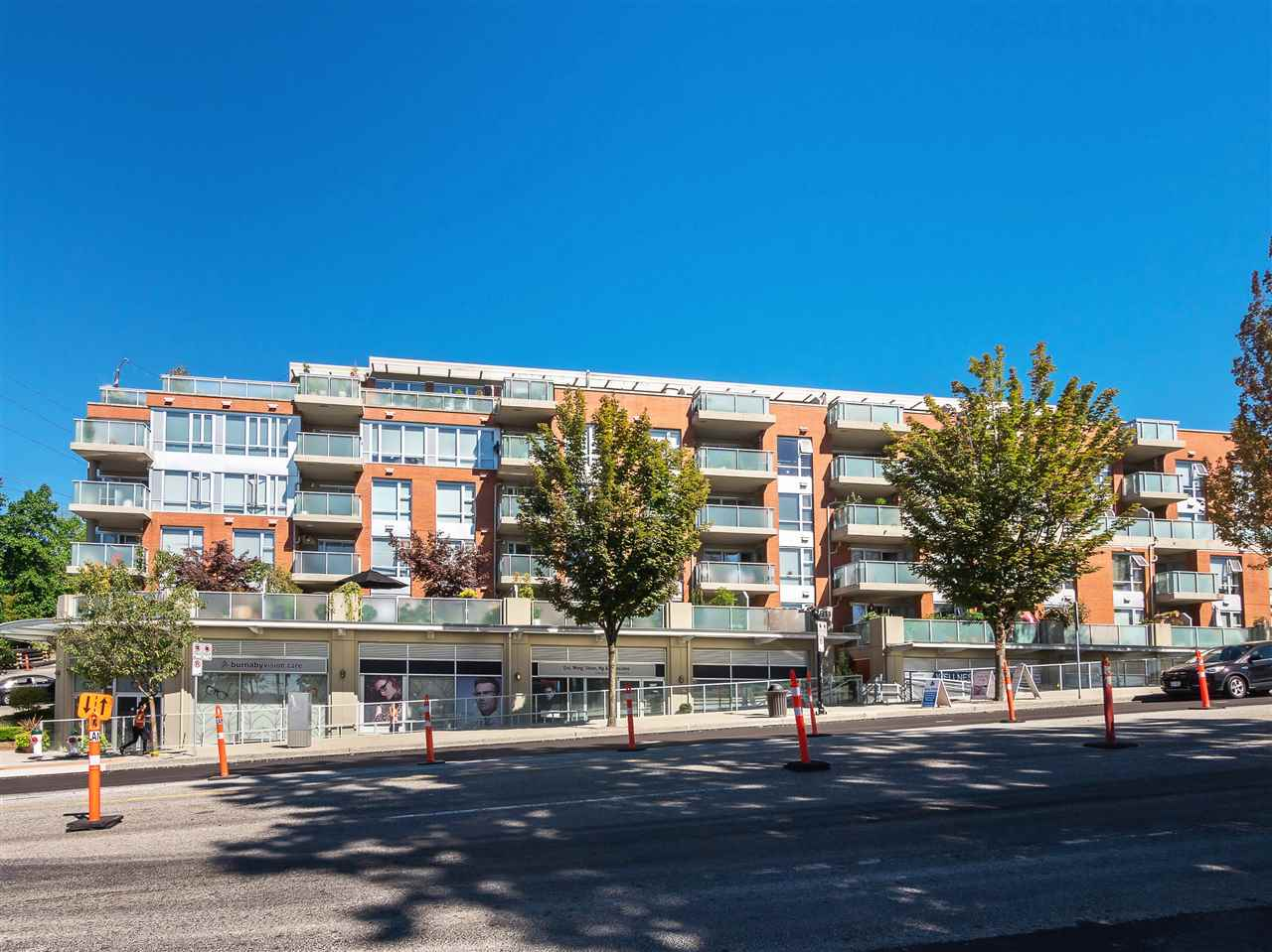 Condo Apartment at 306 3811 HASTINGS STREET, Unit 306, Burnaby North, British Columbia. Image 3