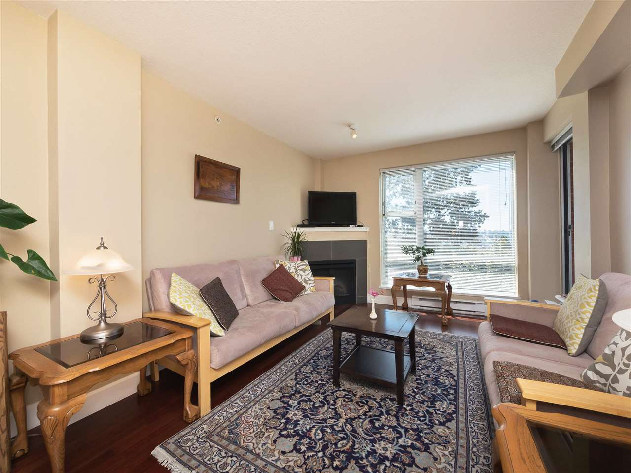 Condo Apartment at 306 3811 HASTINGS STREET, Unit 306, Burnaby North, British Columbia. Image 7