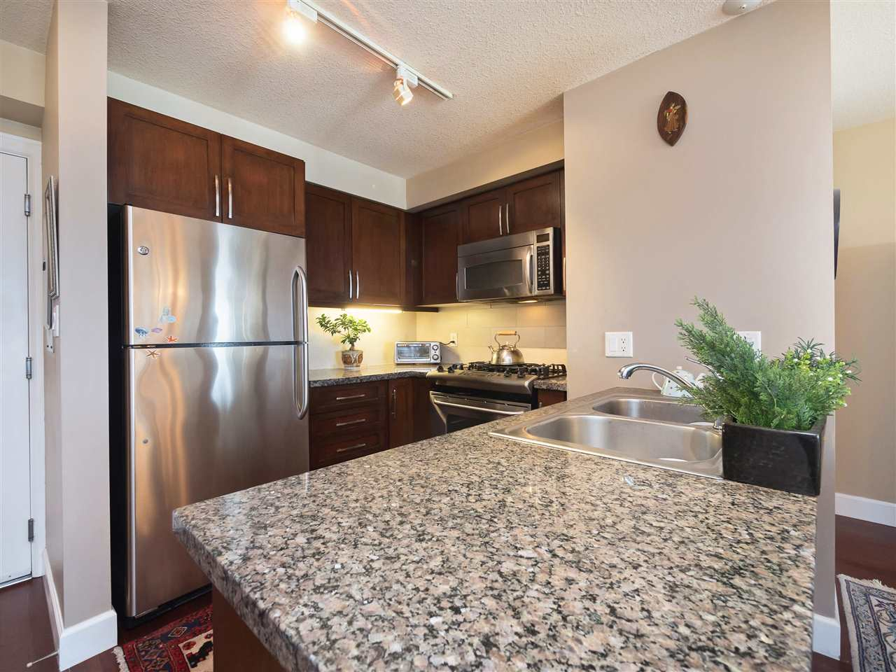 Condo Apartment at 306 3811 HASTINGS STREET, Unit 306, Burnaby North, British Columbia. Image 11