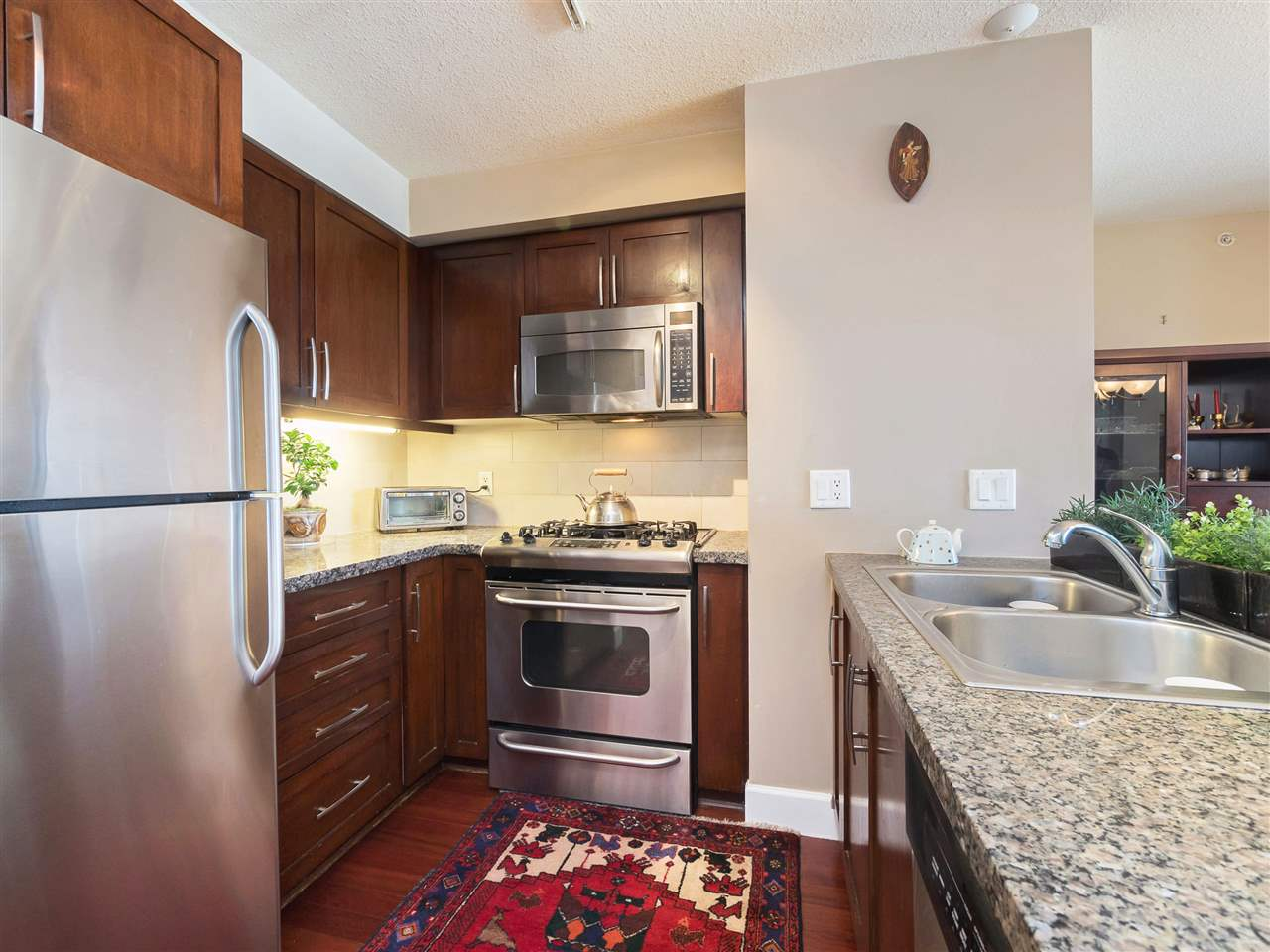Condo Apartment at 306 3811 HASTINGS STREET, Unit 306, Burnaby North, British Columbia. Image 12