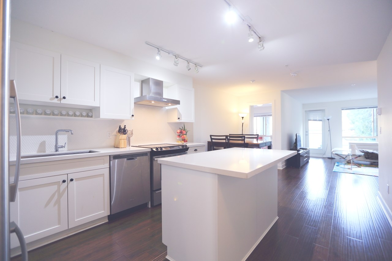 Condo Apartment at 215 500 ROYAL AVENUE, Unit 215, New Westminster, British Columbia. Image 2