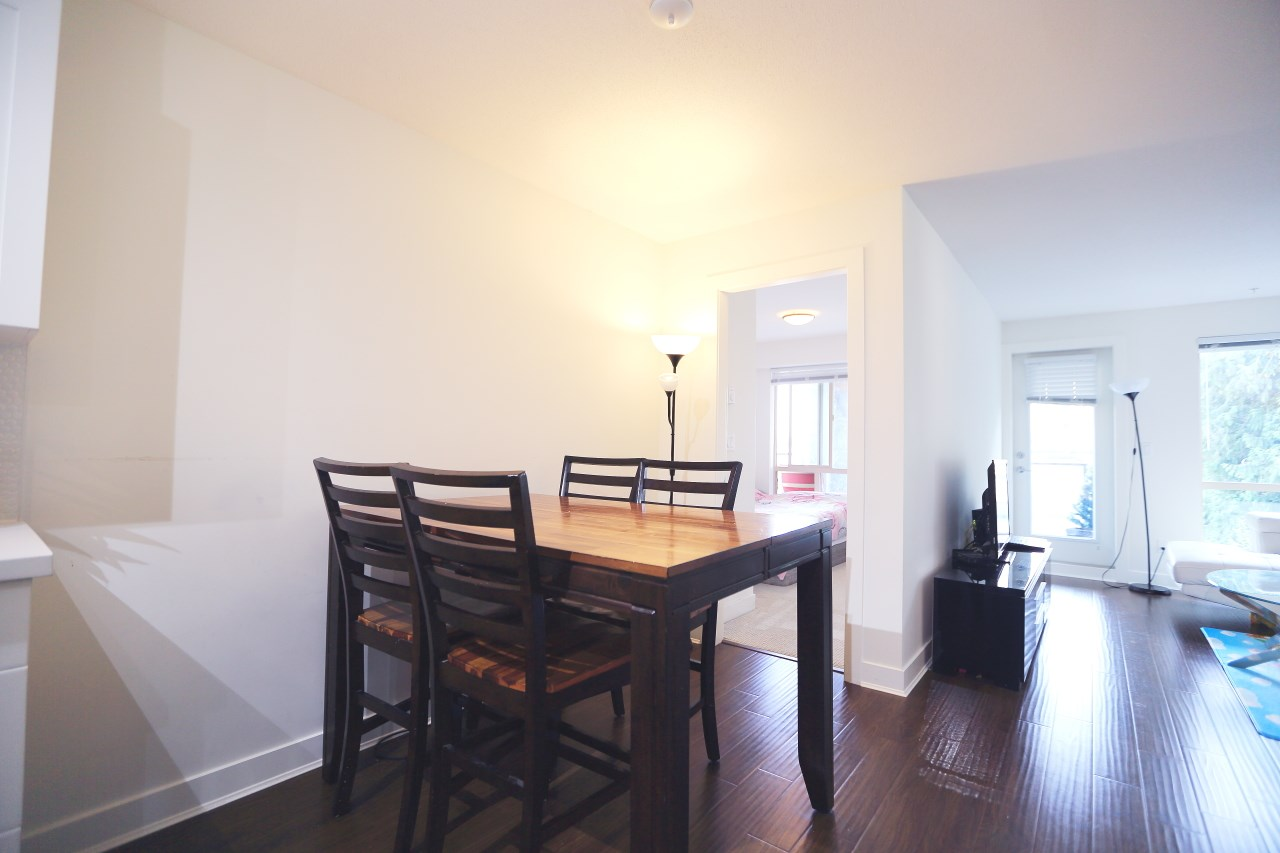 Condo Apartment at 215 500 ROYAL AVENUE, Unit 215, New Westminster, British Columbia. Image 3