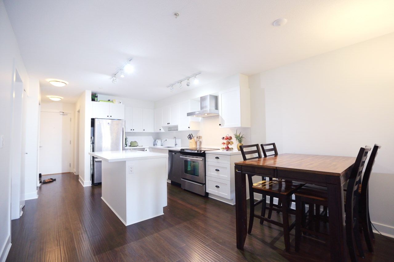Condo Apartment at 215 500 ROYAL AVENUE, Unit 215, New Westminster, British Columbia. Image 4