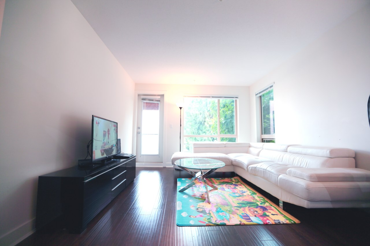 Condo Apartment at 215 500 ROYAL AVENUE, Unit 215, New Westminster, British Columbia. Image 5