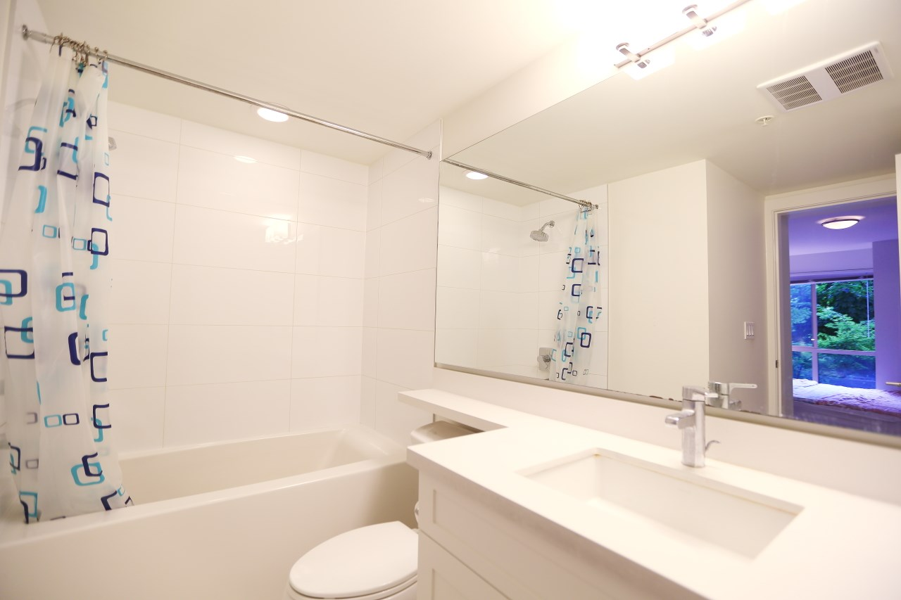 Condo Apartment at 215 500 ROYAL AVENUE, Unit 215, New Westminster, British Columbia. Image 7