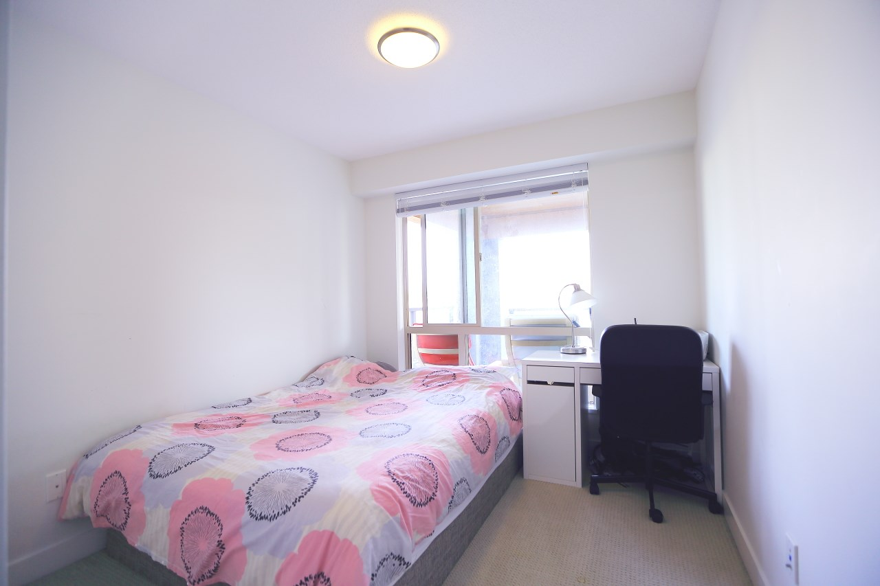 Condo Apartment at 215 500 ROYAL AVENUE, Unit 215, New Westminster, British Columbia. Image 8