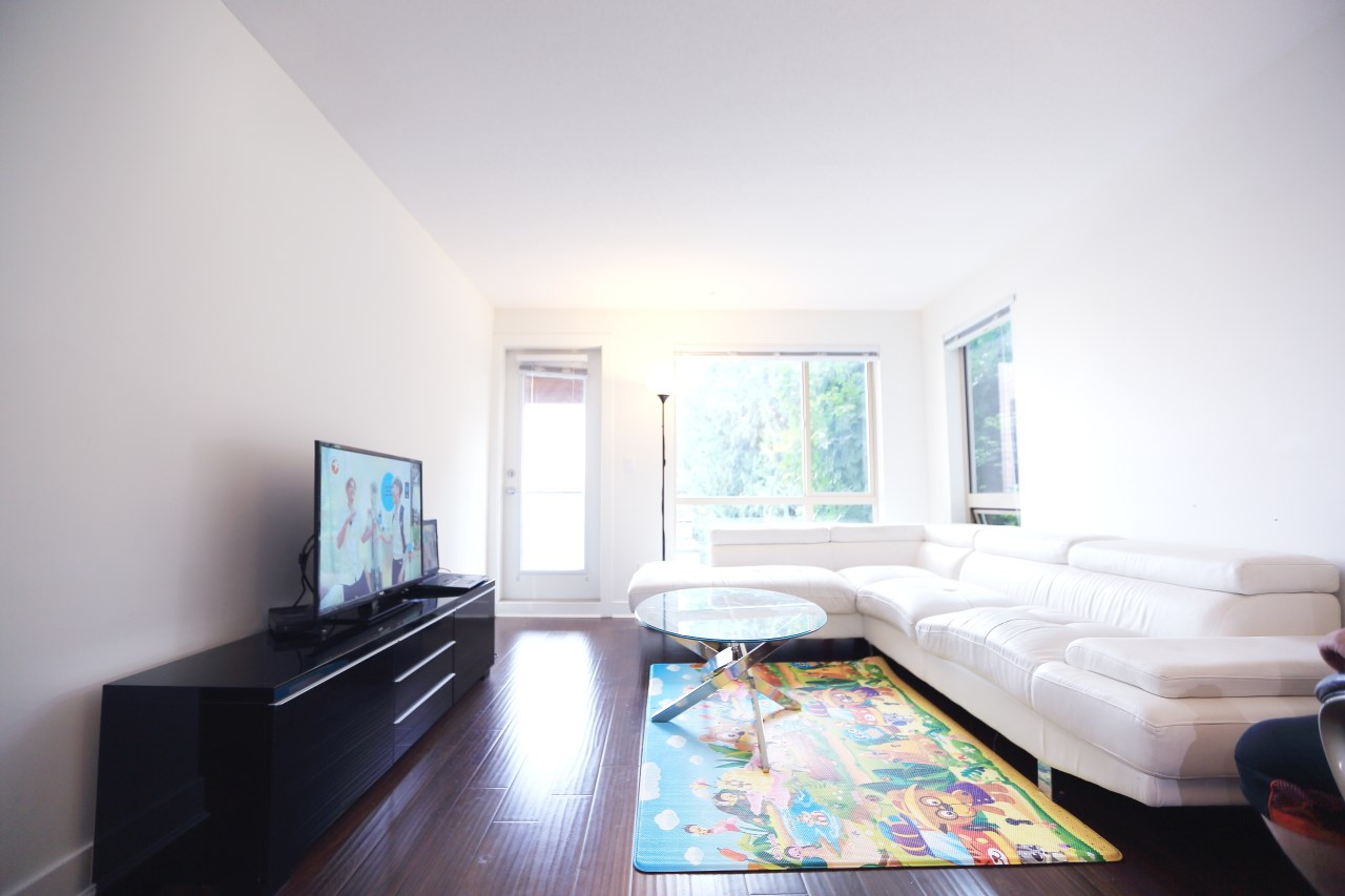 Condo Apartment at 215 500 ROYAL AVENUE, Unit 215, New Westminster, British Columbia. Image 10
