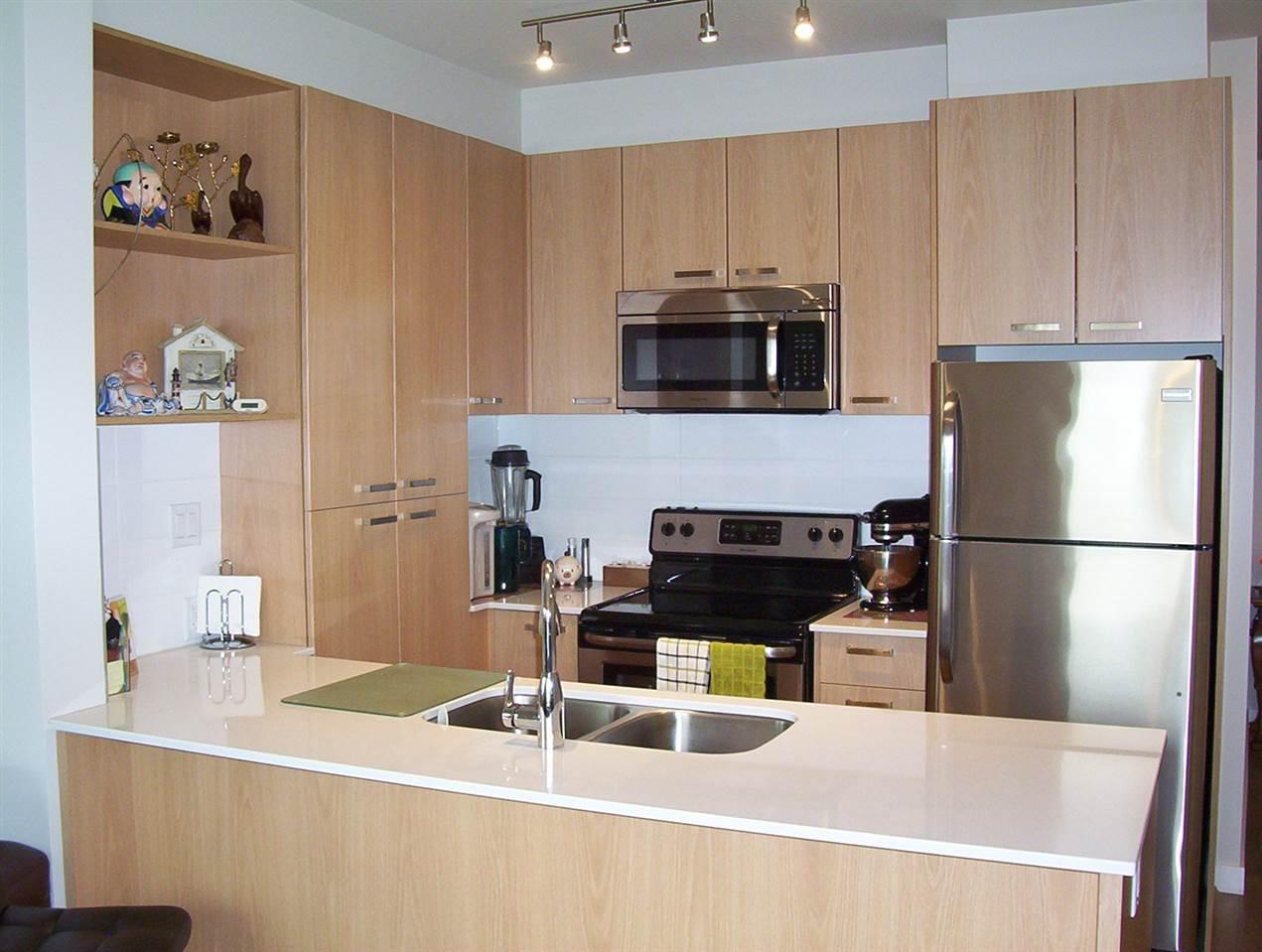 Condo Apartment at 307 20331 DEWDNEY TRUNK ROAD, Unit 307, Maple Ridge, British Columbia. Image 2